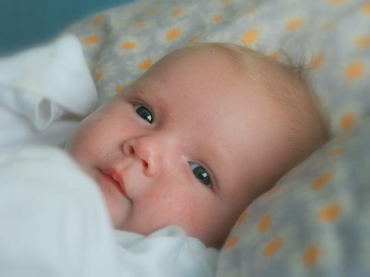 baby-im-beistelbett