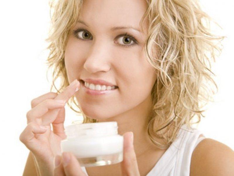lippenpflege-frau