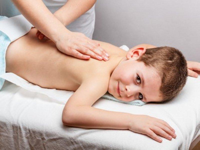 chiropraktik-kleiner-junge