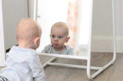 spieleideen-babys-4monaten-alt
