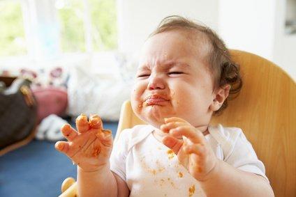 baby-mit-6monaten-helfen