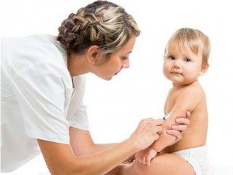 Spritze gegen Kinderlähmung beim Baby